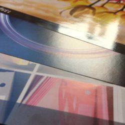 Unten: Bilderdruck matt - Mitte: Bilderdruck glänzend - Oben: Bilderdruck mit Hochglanz UV-Lack
